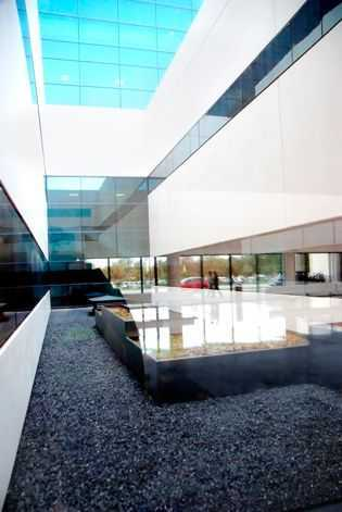 Black stone for white concrete´s precast architecture.
