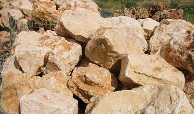 Intense yellow rocks, Big yellow rock