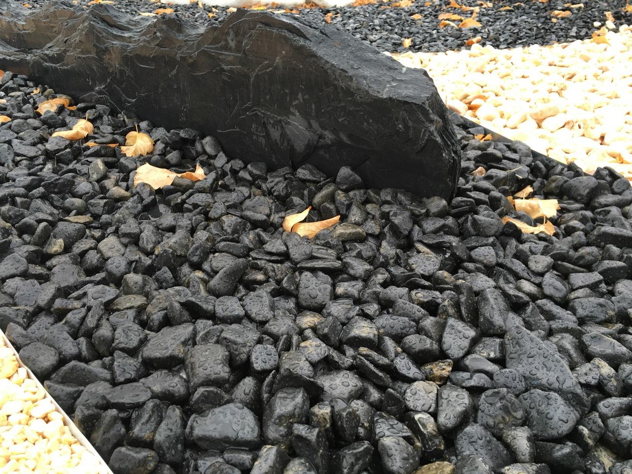 Piedra negra pulida