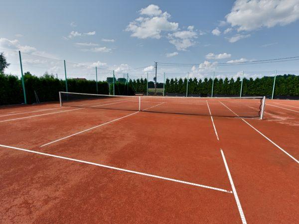 Pista de tenis de tierra batida, de que está compuesta.