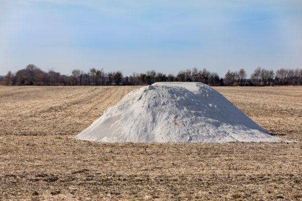 Carbonato calcico agricola, añade nutrientes a los suelos.