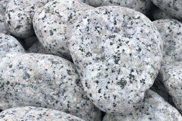 Canto rodado blanco de granito
