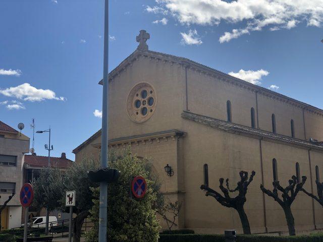 Iglesia Castejón con terminación de monocapa arido proyectado gravilla amarilla Limon 3-5 mm.