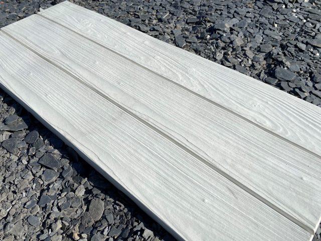 losa-blanca-madera-pizarra