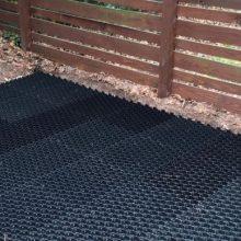 Garden soil with gravel stabiliser