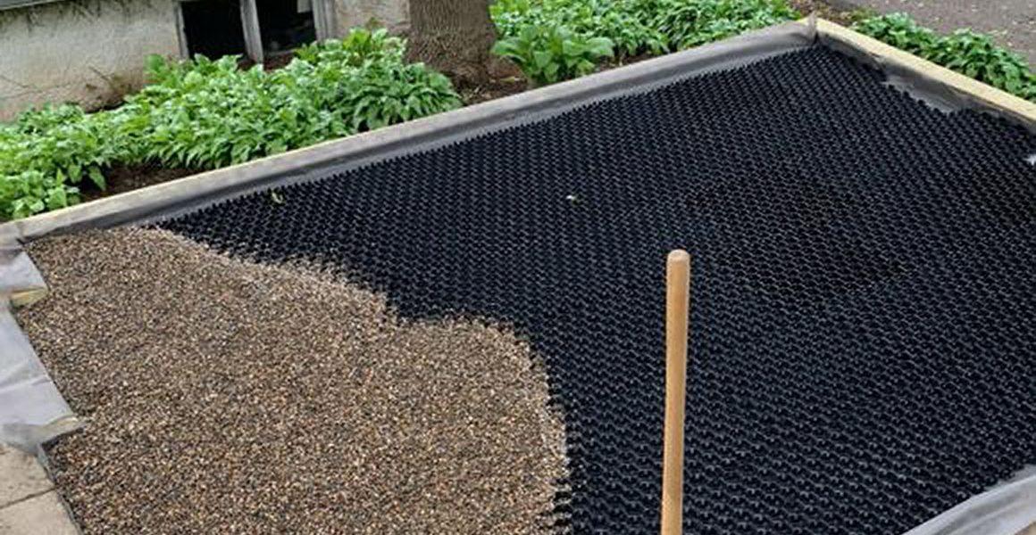 Modular gravel stabiliser on an inverted deck