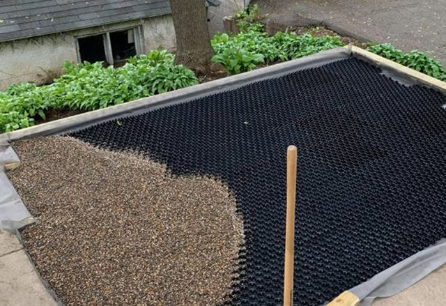 Modular gravel stabiliser on an inverted deck