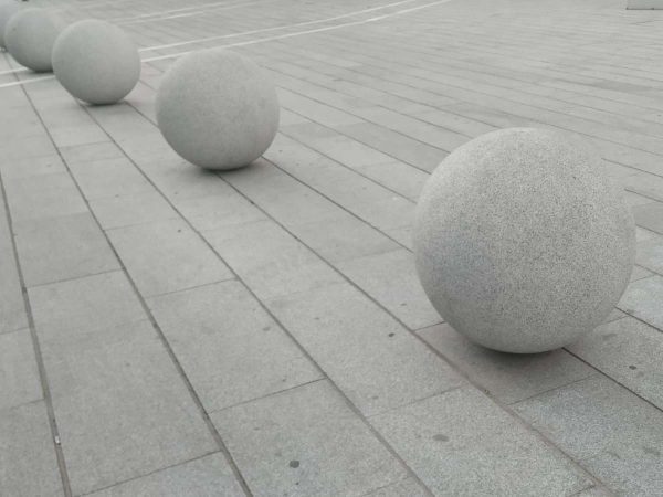 Spherical granite bollards delimiting the pedestrian area