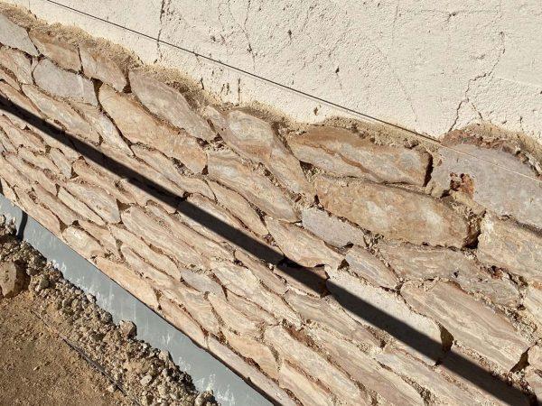 Wall with masonry cladding