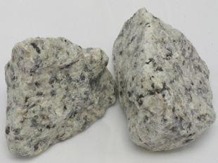granito triturado blanco decorativo con manchas negras brillante