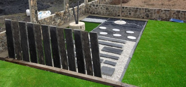 Muros realizados con placas losas de pizarra serrada a dos lados