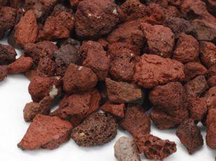 Piedra volcanica roja, piedra ornamental roja, piedra refractaria roja